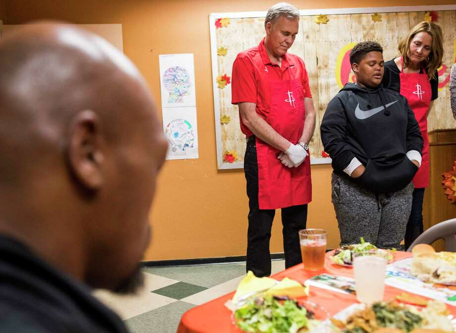 Eric Douglas, 11, leads a prayer with Houston Rockets head coach Mike D'Antoni and his wife, Laurel, during a Thanksgiving meal, served by the Rockets coaching staff, for families from Homeade Hope at Corder Place Apartments on Monday, Nov. 20, 2017, in Houston. ( Brett Coomer / Houston Chronicle ) Photo: Brett Coomer, Staff / © 2017 Houston Chronicle