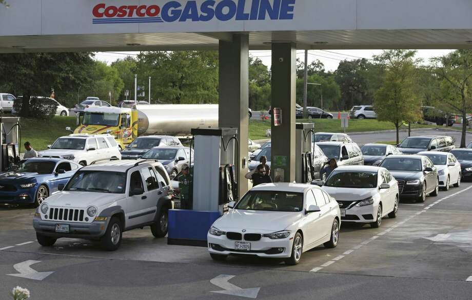 A tanker delivers more fuel while gas lines increase at Costco near 1604 and I10 West on September 5, 2017. Photo: Tom Reel, Staff / San Antonio Express-News / 2017 SAN ANTONIO EXPRESS-NEWS