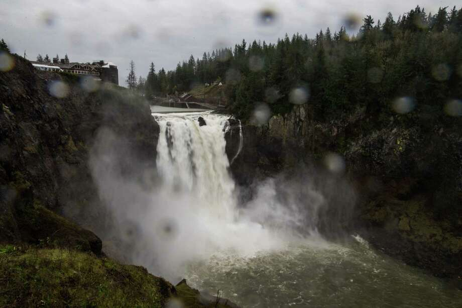 Snoqualmie Falls runs strongly as continuous rain hits the region in one of several warm fronts to hit western Washington this week, seen on Tuesday, Nov. 21, 2017. Photo: GRANT HINDSLEY, SEATTLEPI.COM / SEATTLEPI.COM
