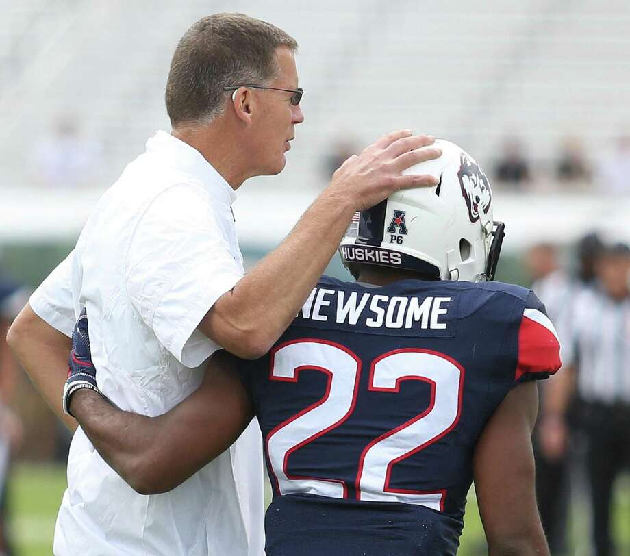 UConn coach Randy Edsall puts his arm around senior running back Arkeel Newsome before facing Central Florida on Nov. 11 in Orlando, Fla. Photo: Stephen M. Dowell / Tribune News Service / Orlando Sentinel