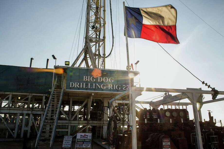 The Texas flag flies at Endeavor Energy Resources's Big Dog Drilling Rig 22 in the Permian basin outside of Midland, Texas, on Dec. 12, 2014. MUST CREDIT: Bloomberg photo by Brittany Sowacke. Photo: Brittany Sowacke / Bloomberg / © 2014 Bloomberg Finance LP