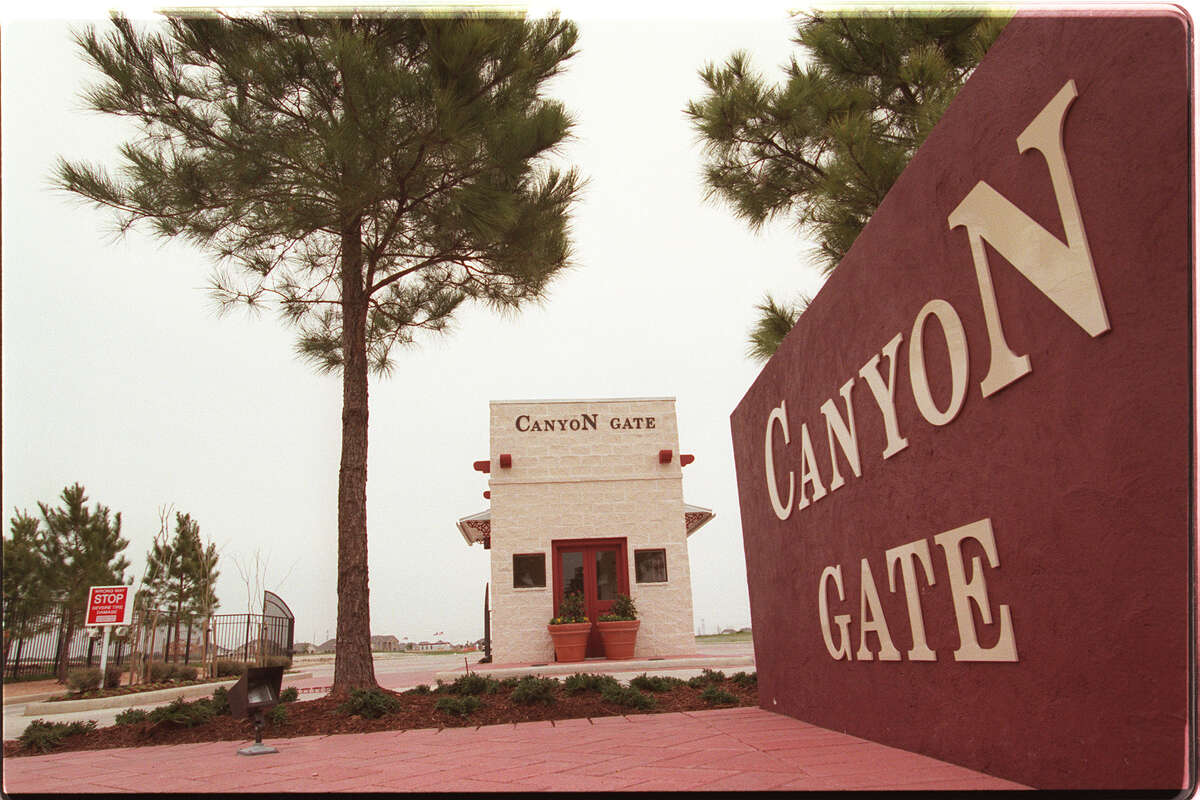 A security gate at the entrance to the Canyon Gate subdivision in 1998. Some of the new homes there were priced at less than $100,000.