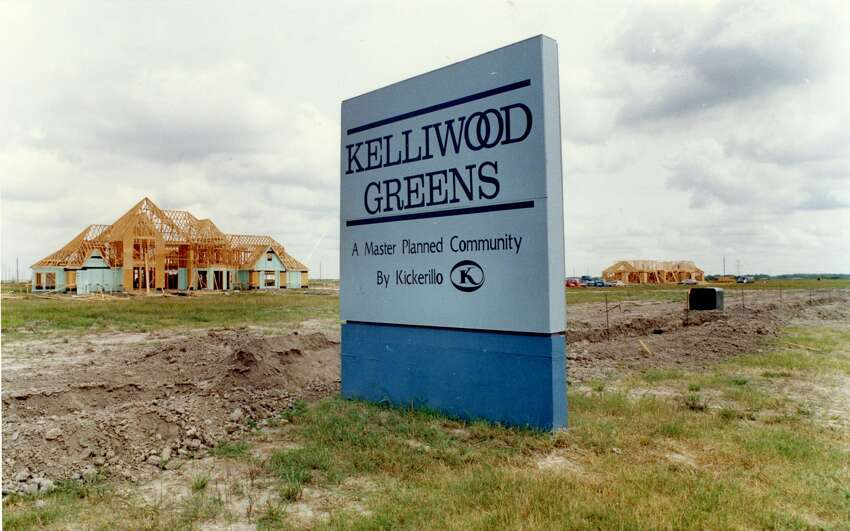 New homes under construction in 1989 at Kelliwood Greens, one of numerous subdivisions in the master-planned community of Cinco Ranch.