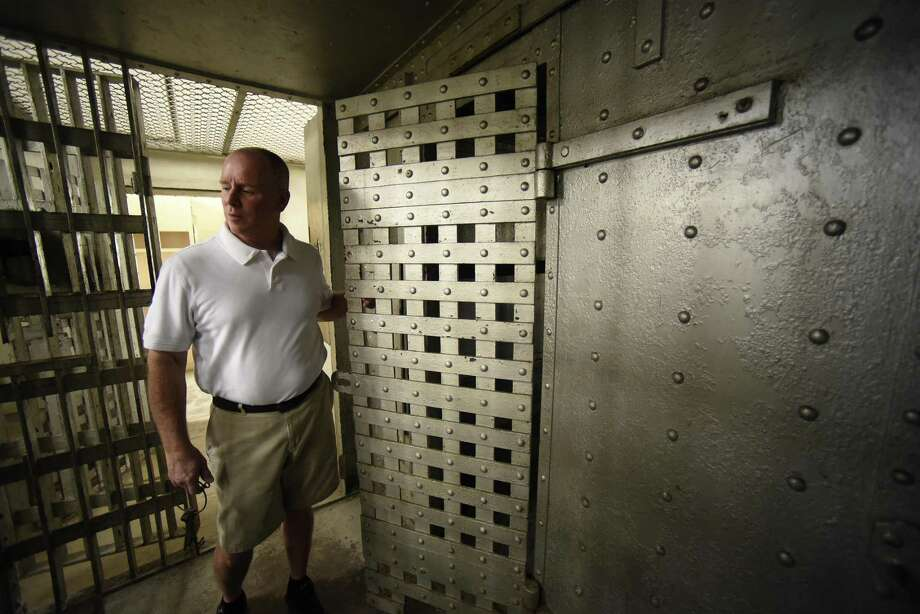 Dean Sprowl looks at a cell in the old Kendall County jail in Boerne on Friday, Nov. 17, 2017. A group called Friends of The Kendall County Historic Jail are working to turn it into a museum featuring exhibits about local history and law enforcement. Photo: Billy Calzada, Staff / San Antonio Express-News