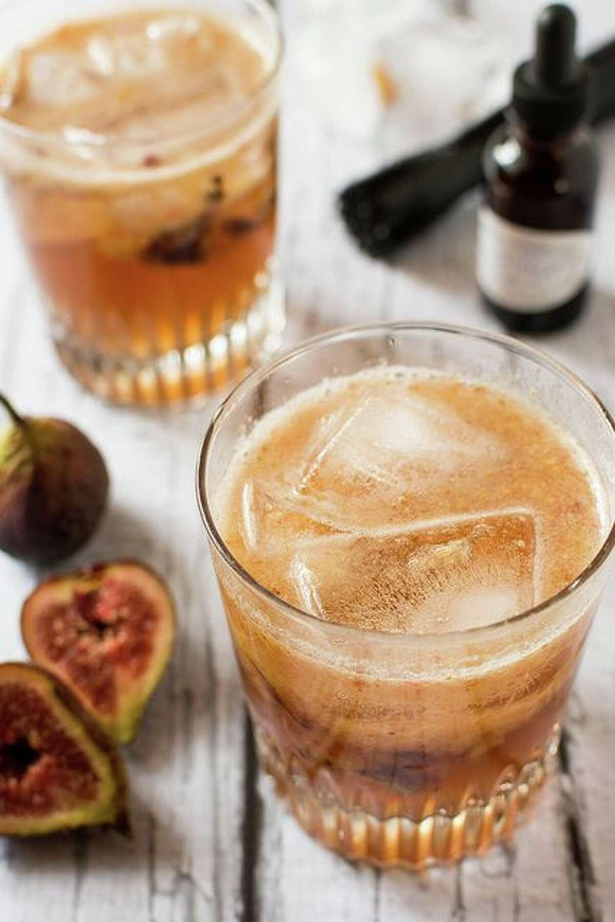 Figgy maple bourbon fizz:Impress your guests with new, unique drink. Photo/recipe: Pinterest