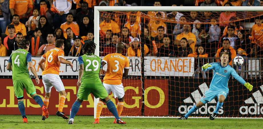 Houston Dynamo goalkeeper Joe Willis (31) dives in vain for a goal scored by Seattle Sounders defender Gustav Svensson (4) during the first half of the MLS Western Conference Finals at BBVA Compass Stadium on Tuesday, Nov. 21, 2017, in Houston. Photo: Brett Coomer, Houston Chronicle / © 2017 Houston Chronicle