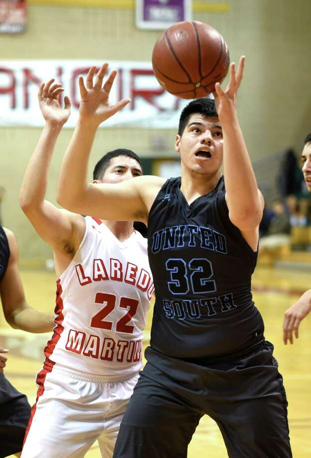 Miguel Martinez matched Eliud Gonzalez with a team-high nine points Monday in United South's 70-39 loss at No. 10 Wagner. Photo: Danny Zaragoza /Laredo Morning Times File