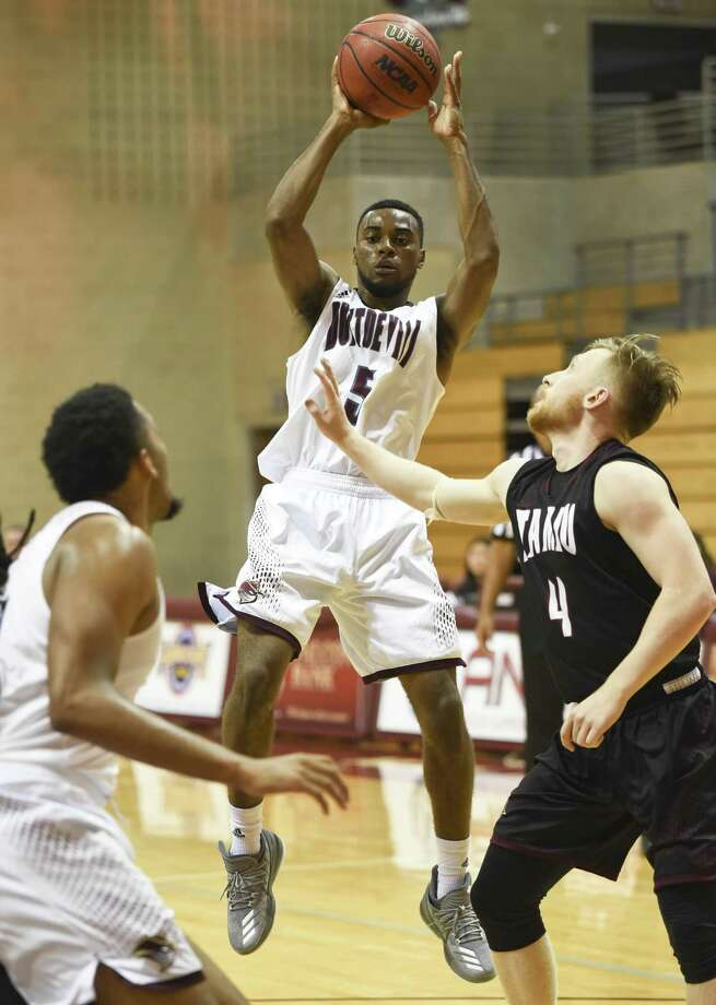 TAMIU point guard Jeremy Wright had 11 points in the Dustdevils' 63-56 loss at Texas A&M-Kingsville. Photo: Danny Zaragoza /Laredo Morning Times File / Laredo Morning Times