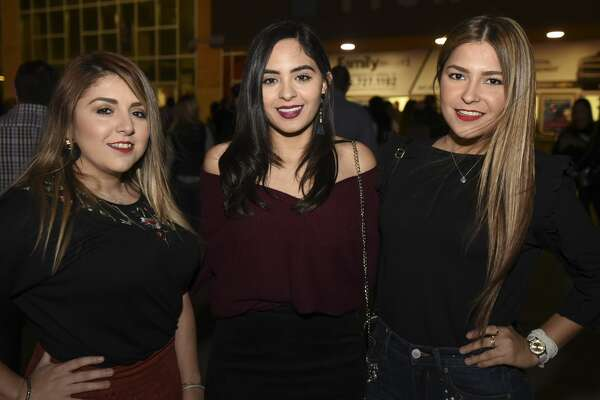 Laredoans head out to the Laredo Energy Arena for the Enrique Iglesias and Pitbull concert on Tuesday, Nov. 21, 2017.