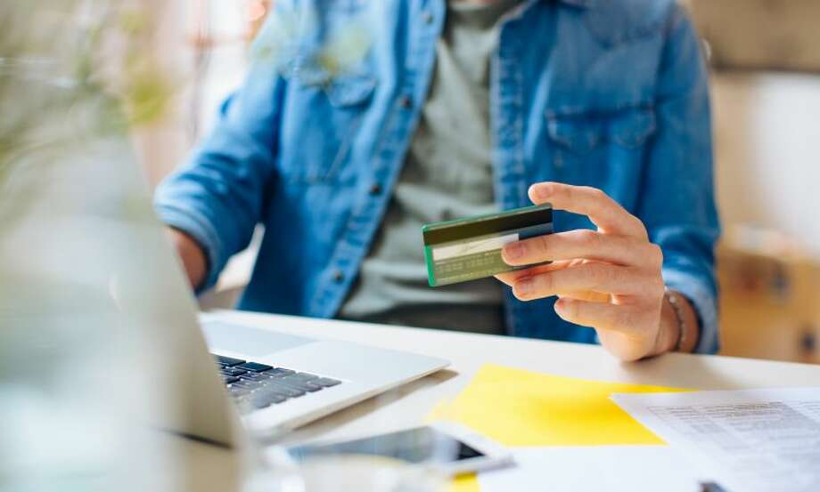 Use a single credit card for all of your purchases. Photo: Sofie Delauw | Getty Images