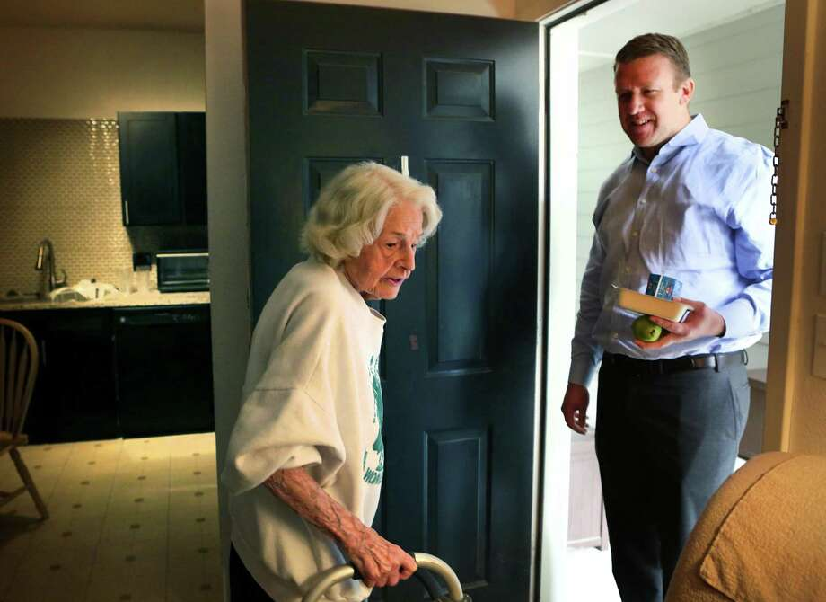 Louise Pledger, 90, left, receives lunch from Brad Buchhorn, a Valero employee who volunteers for Meals on Wheels, on Tuesday, Nov. 14, 2017. Photo: Bob Owen, Staff / San Antonio Express-News / ©2017 San Antonio Express-News