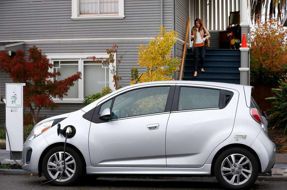 Amy Hale leaves her Berkeley home to unplug her electric car. She is part of a project that allows curbside charging stations. Photo: Paul Chinn, The Chronicle