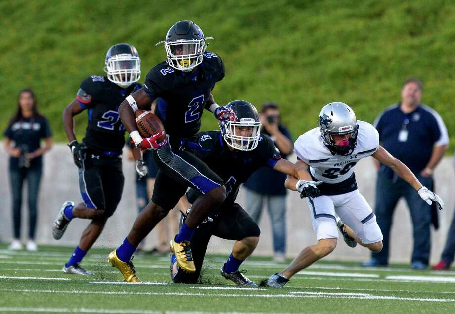 New Caney's Dwight McGlothern (2) returns a kickoff during the first quarter of a non-district high school football game against Tomball Memorial at Texan Drive Stadium, Friday, Sept. 8, 2017, in New Caney. Photo: Jason Fochtman, Staff Photographer / Internal