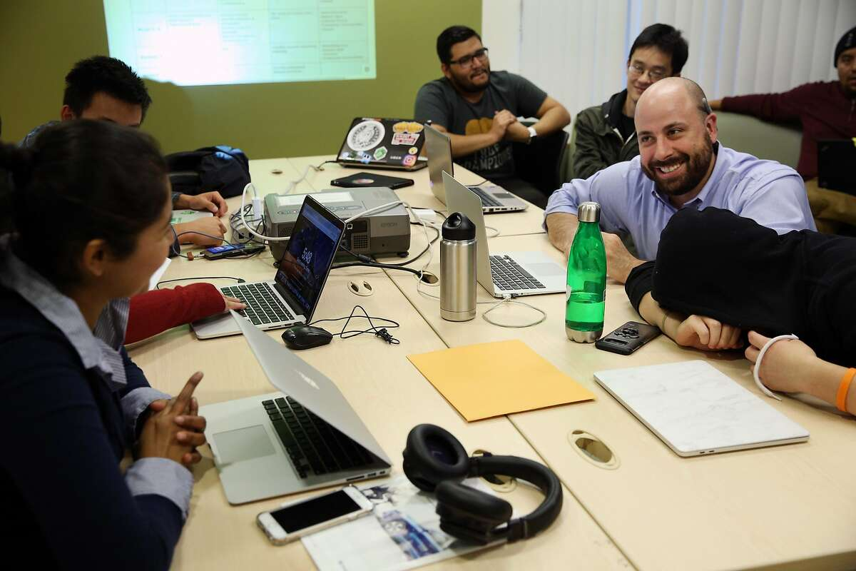 Caleb Jonas teaches his class on Thursday, Nov. 2, 2017, in San Francisco, Calif. The nonprofit Samaschool is helping job seekers learn about gig economy work.