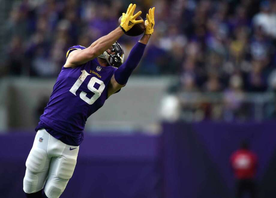 MINNEAPOLIS, MN - NOVEMBER 19: Adam Thielen #19 of the Minnesota Vikings leaps to catch the ball in the third quarter of the game against the Los Angeles Rams on November 19, 2017 at U.S. Bank Stadium in Minneapolis, Minnesota. (Photo by Hannah Foslien/Getty Images) ORG XMIT: 700070749 Photo: Hannah Foslien / 2017 Getty Images
