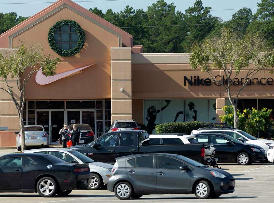 Patrons shop at the Conroe Outlet Mall before Thanksgiving, Wednesday, Nov. 22, 2017, in Conroe. Photo: Jason Fochtman, Staff Photographer / © 2017 Houston Chronicle