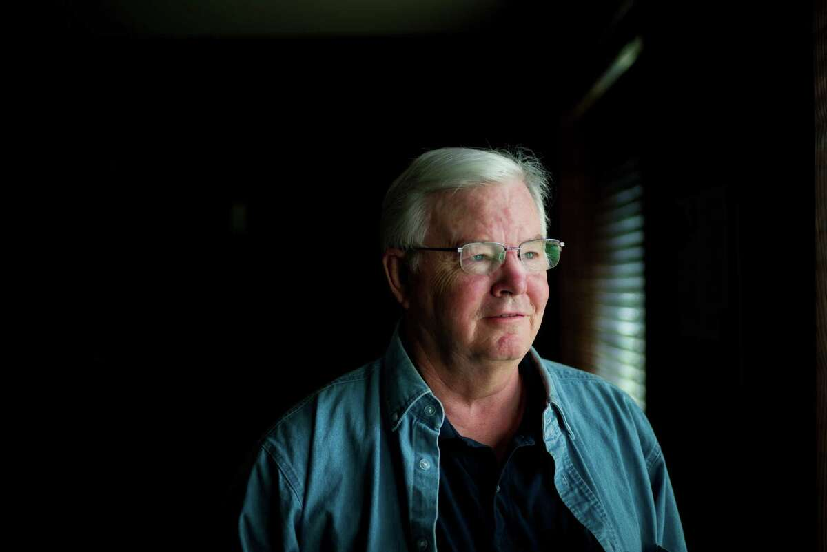 Just weeks after announcing that he would seek an 18th term in Congress, Rep. Joe Barton, R-Ennis, apologized after a photo showing him naked was circulated online.