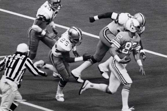 11/22/1979 -- Houston Oilers Mike Renfro for a 47-yard touchdown pass reception from Dan Pastorini in the 3rd quarter against the Dallas Cowboys. The Oilers went on to win 30-24.