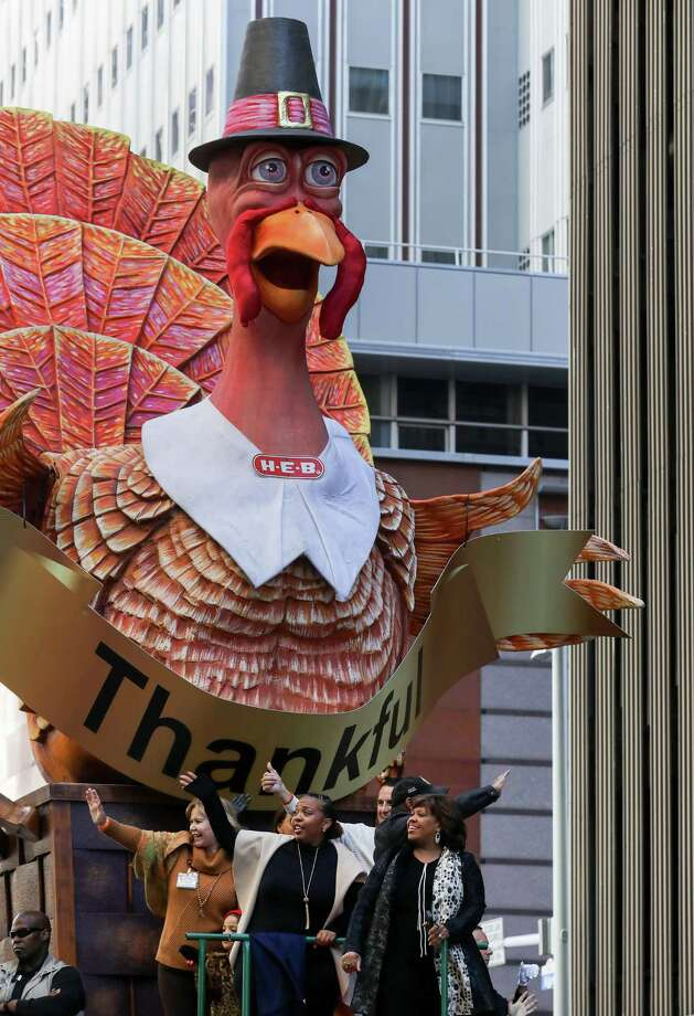 Chandra Wilson, front right, grand marshal, is seen during the HEB Thanksgiving Day Parade, Thursday, Nov. 23, 2017, in Houston. Photo: Jon Shapley, Houston Chronicle / © 2017 Houston Chronicle