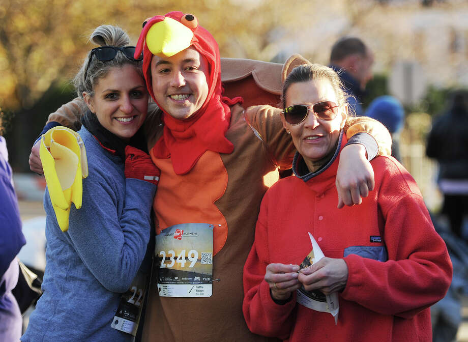 The annual Pequot Runners 5-mile Thanksgiving Day Road Race in Fairfield, Conn. on Thursday, November 23, 2017. Over 4000 runners registered for this year's race. Photo: Brian A. Pounds, Hearst Connecticut Media / Connecticut Post