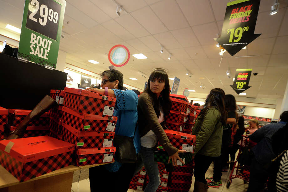 Shoppers stream through the shoe department at JC Penny looking for Thanksgiving Day deals, photographed Nov. 23, 2017 at Midland Park Mall. James Durbin/Reporter-Telegram Photo: James Durbin