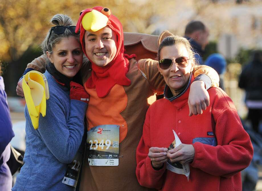 The annual Pequot Runners 5-mile Thanksgiving Day Road Race in Fairfield, Conn. on Thursday, November 23, 2017. Over 4000 runners registered for this year's race. Photo: Brian A. Pounds / Hearst Connecticut Media / Connecticut Post