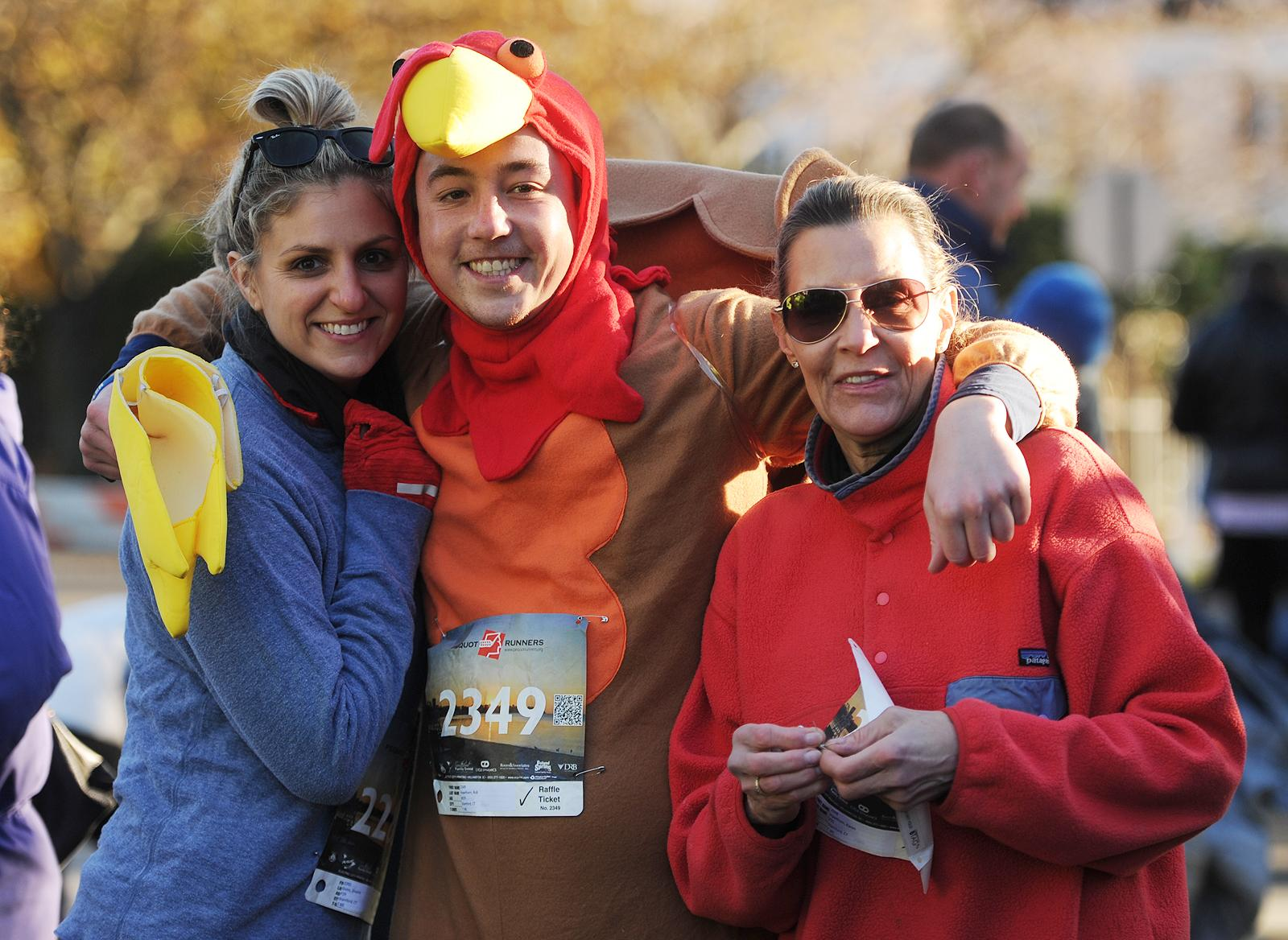 Allison Christin Mack wynne wins pequot runners thanksgiving day race