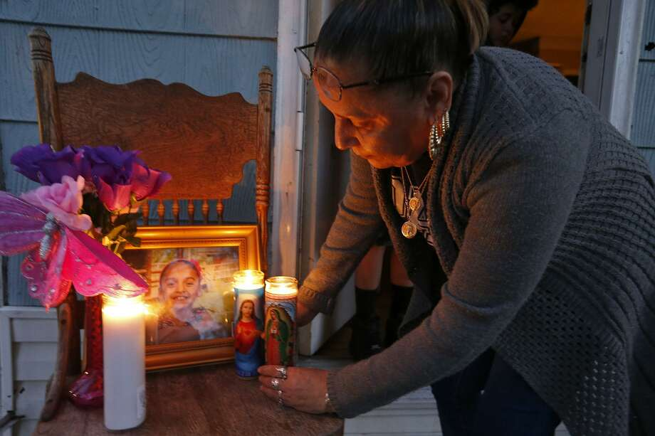 Virgina Ybarbo places candles on a memorial for her great niece Delilah Hernandez,10, who was killed in a shooting, Thursday Nov. 23, 2017 at her home in the 100 block of Harwood Drive. Photo: Edward A. Ornelas,  Staff / San Antonio Express-News / © 2017 San Antonio Express-News