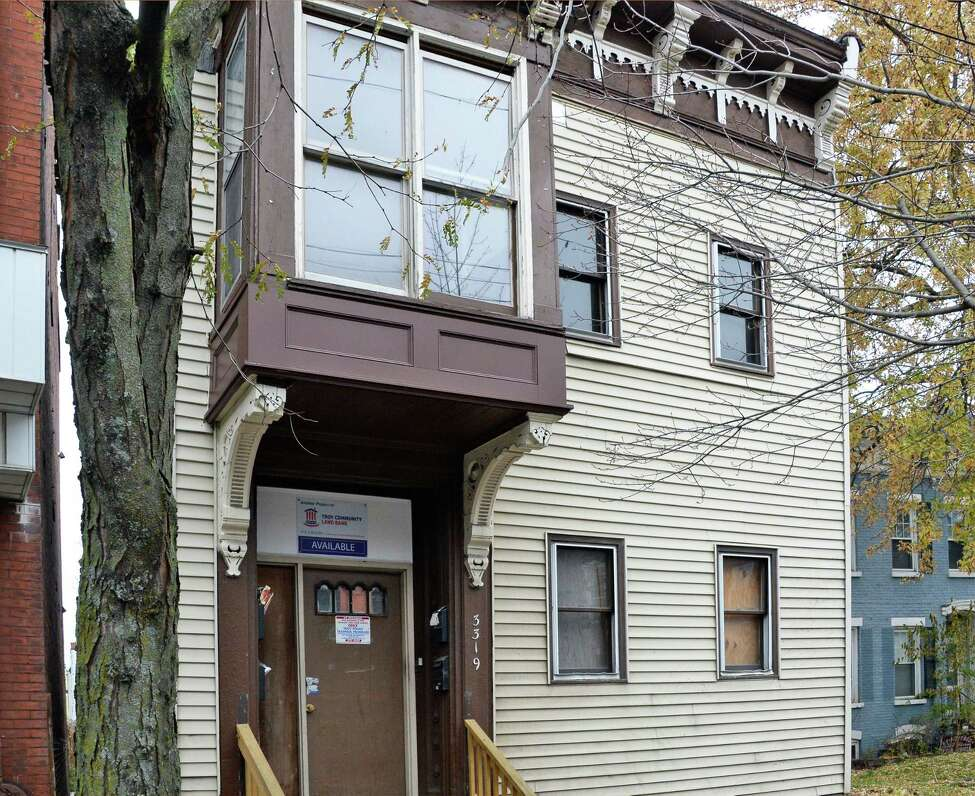 Troy Land Bank recently approved the sale of 3319 6th Avenue on Thursday, Nov. 16, 2017, in Troy, N.Y. (John Carl D'Annibale / Times Union)