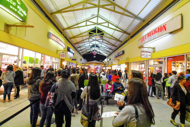 Houston Premium Outlets, Cypress Black Friday shoppers hunt for deals at Houston Premium Outlets in Cypress, Friday, Nov. 24, 2017.