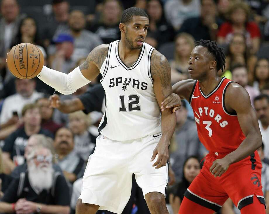 LaMarcus Aldridge, No. 37, is off to a strong start in 2017-18. Photo: Edward A. Ornelas /San Antonio Express-News / © 2017 San Antonio Express-News