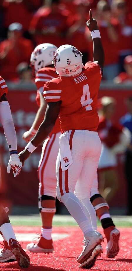 Houston Cougars quarterback D'Eriq King (4) celebrates after he ran in a touchdown in the first half of a college football game at TDECU Stadium, Friday, Nov. 24, 2017, in Houston. Photo: Karen Warren, Houston Chronicle / © 2017 Houston Chronicle
