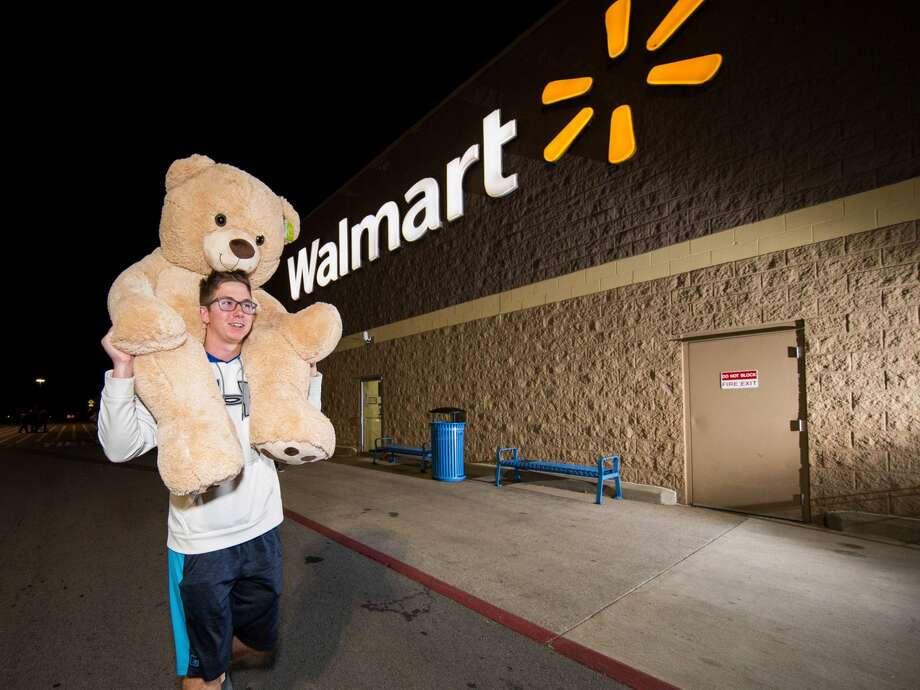 This year, more people are shopping online, with more than $2.9 billion spent on Black Friday sales on Thanksgiving Day, according to Adobe Analytics. Photo: Gunnar Rathbun/AP Images For Walmart