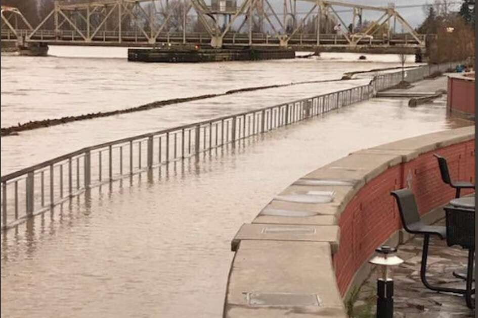 The flood wall in downtown Mount Vernon was put to the test Friday when the Skagit River crested at more than 33 feet.