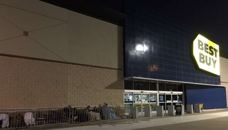 Early Morning Shoppers Ready For Black Friday Houston