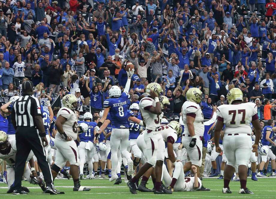 Friendswood fans cheer for the team's win as Reid Nickerson recovers the ball from Summer Creek's attempt for a field goal during the final seconds during the second half of the Class 6A Division 2 Area Playoffs game at NRG Stadium on Friday, Nov. 24, 2017, in Houston. The Friendswood Mustangs defeated the Summer Creek Bulldogs 27-26. Photo: Yi-Chin Lee, Houston Chronicle / © 2017  Houston Chronicle
