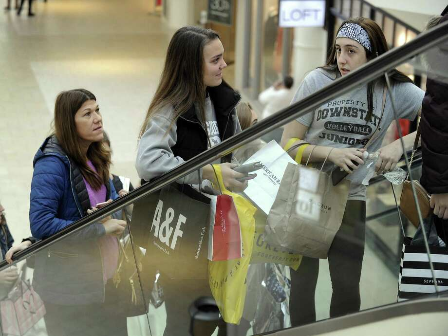 >>>Click through to see holiday shopping safety tips from Stamford police Chief Jon Fontneau Photo: Carol Kaliff / Hearst Connecticut Media / The News-Times