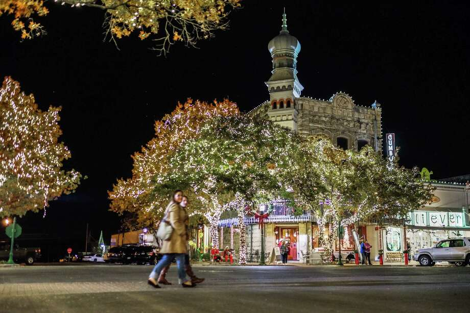 Georgetown turns into a winter wonderland during the Christmas Stroll on the Square. Photo: Rudy Ximenez, Owner / Rudy Ximenez Photography