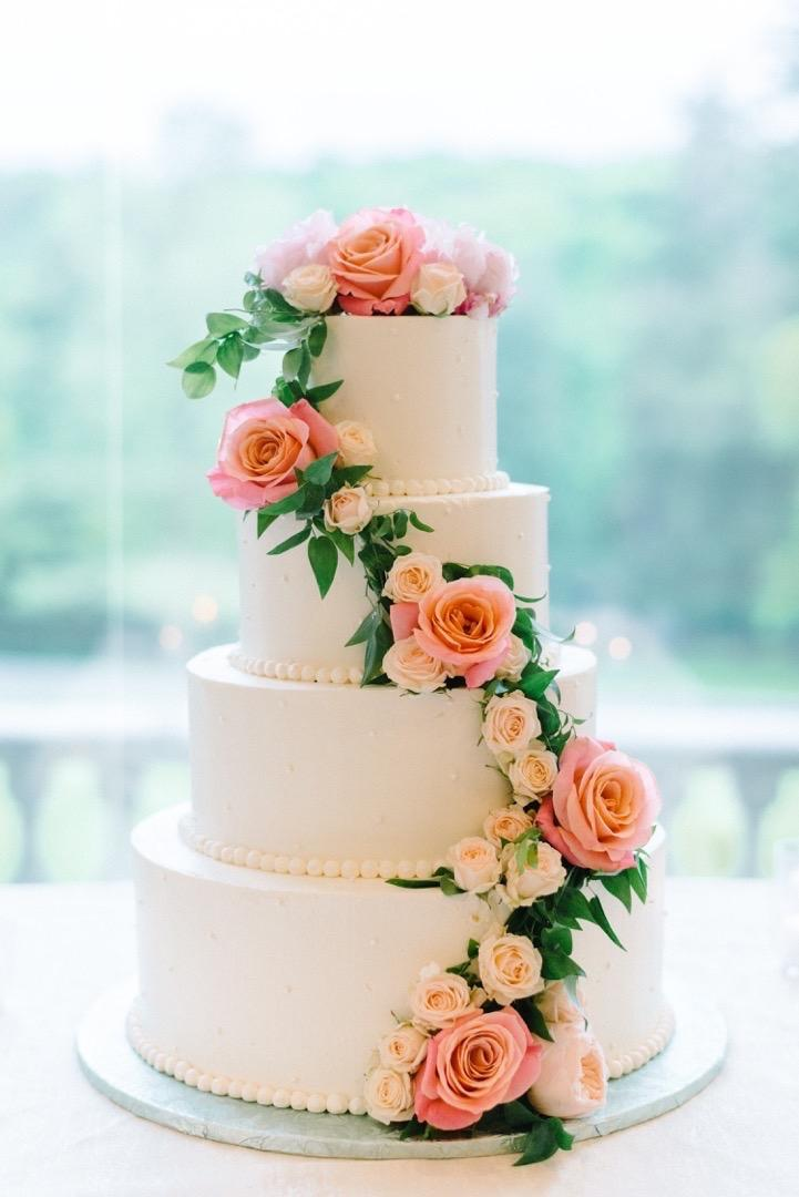 a wedding cake weighed 8 kg wedding cake is an artistic expression that baker may 10982