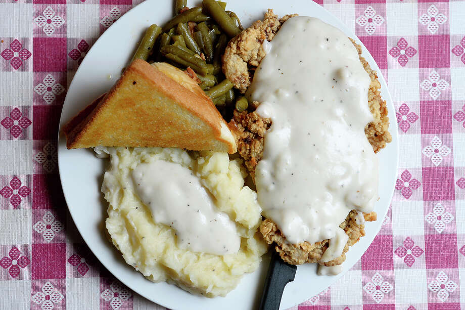 Chicken fried steak with mashed potatoes and gravy, green beans and toast at Candy's Southern Skillet north of Silsbee.  Photo taken Tuesday 11/21/17 Ryan Pelham/The Enterprise Photo: Ryan Pelham / ©2017 The Beaumont Enterprise/Ryan Pelham