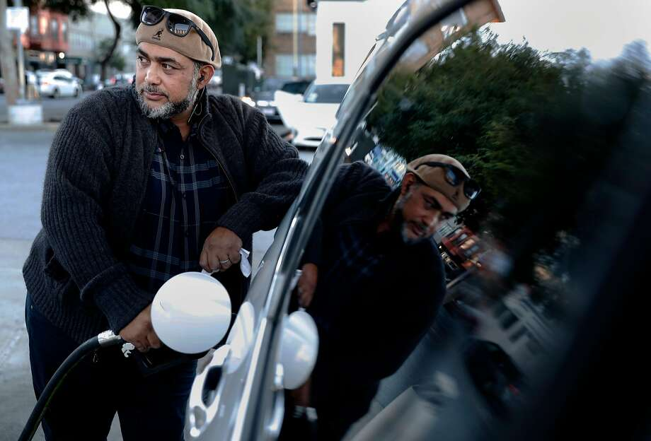 Former taxi driver Mike Mohamed Erakat now drives for Lyft but is bat tling serious health prob lems. The Season of Shar ing fund pro vided him with a month's rent on his family's apartment. Photo: Michael Macor, The Chronicle