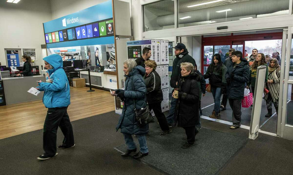 A small crowd enters the front door of the Best Buy on Black Friday, Friday Nov. 24,, 2017 in Albany, N.Y. (Skip Dickstein/ Times Union)