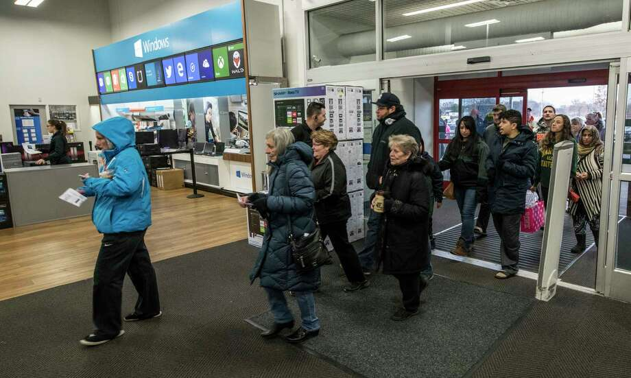 A small crowd enters the front door of the Best Buy on Black Friday,  Friday Nov. 24,, 2017 in Albany, N.Y.    (Skip Dickstein/ Times Union) Photo: SKIP DICKSTEIN / 20042193A