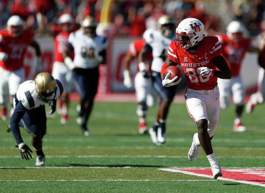 After breaking a tackle, UH receiver Steven Dunbar goes untouched the rest of the way on a 61-yard touchdown reception that gave the Cougars a 21-14 lead early in the fourth quarter Friday at TDECU Stadium. Photo: Karen Warren, Staff / © 2017 Houston Chronicle