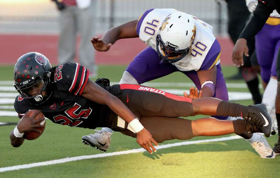 Port Arthur Memorial running back Elijah Hines dives into the end zone Friday, Nov. 24, 2017, in the second quarter against Ball High School at the Challenger Columbia Stadium in League City. Hines' touchdown put the Titans up 17-7 over the Tors. Photo: JENNIFER REYNOLDS/The Daily News, Photography Editor / © 2017 Jennifer Reynolds/The Galveston County Daily News