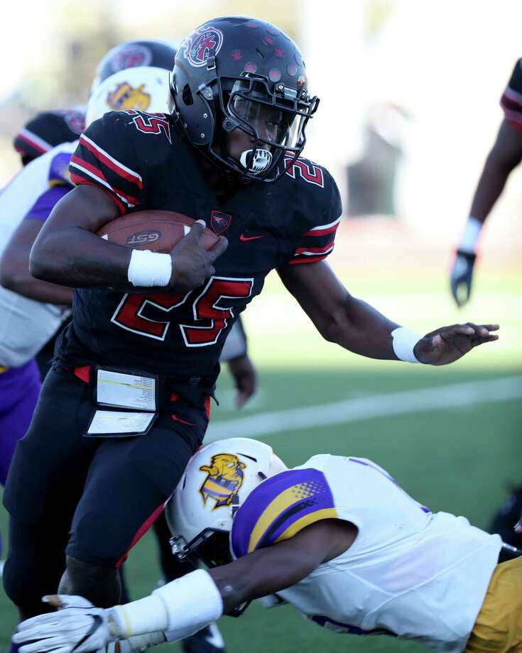 Port Arthur Memorial running back Elijah Hines dives gets the ball Friday, Nov. 24, 2017, in the first quarter against the Ball High Tors at the Challenger Columbia Stadium in League City. Photo: JENNIFER REYNOLDS/The Daily News, Photography Editor / © 2017 Jennifer Reynolds/The Galveston County Daily News
