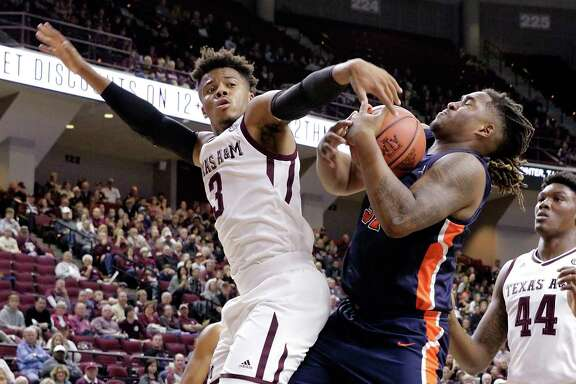 Texas A&M guard Admon Gilder, left, and Pepperdine forward Nolan Taylor battle for control of a rebound during the first half of Friday night's game in College Station.