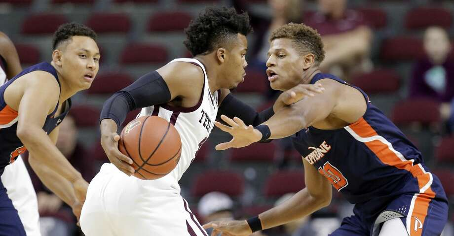 Pepperdine guard Colbey Ross (4) watches as Texas A&M guard Admon Gilder (3) pushes past Pepperdine forward Kameron Edwards (20) during the first half of an NCAA college basketball game Friday, Nov. 24, 2017, in College Station, Texas. (AP Photo/Michael Wyke) Photo: Michael Wyke/Associated Press