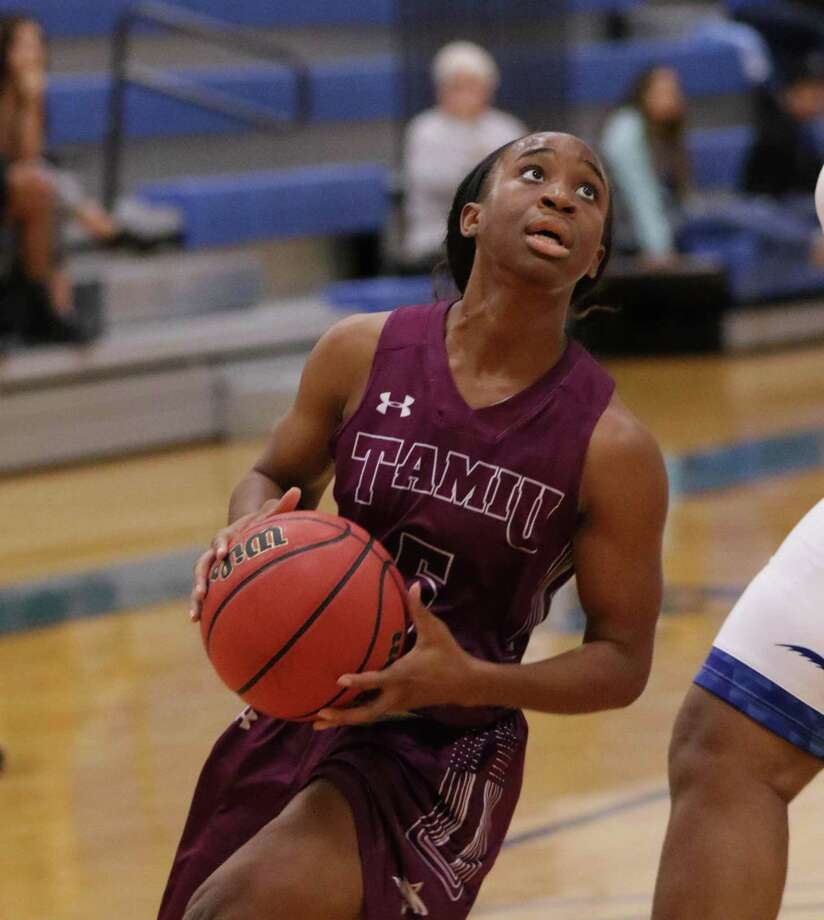 TAMIU's Passionate Amukamara leads the Heartland Conference in steals and is 10th in points per game. The Dustdevils look for their first win this weekend at the West Texas A&M Thanksgiving Classic. Photo: Clara Sandoval / Laredo Morning Times