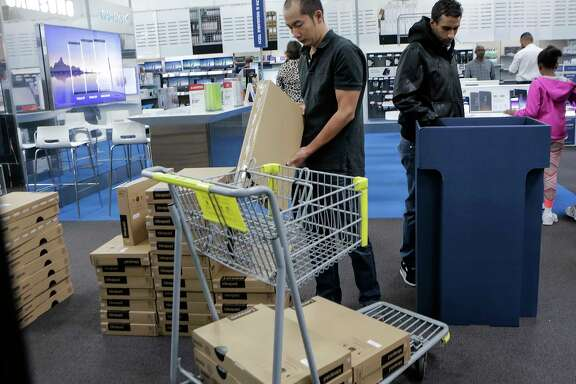 Shoppers fill their carts and aisles looking for Black Friday deals at Best Buy on Friday, Nov. 24, 2017, in Houston. ( Elizabeth Conley / Houston Chronicle )